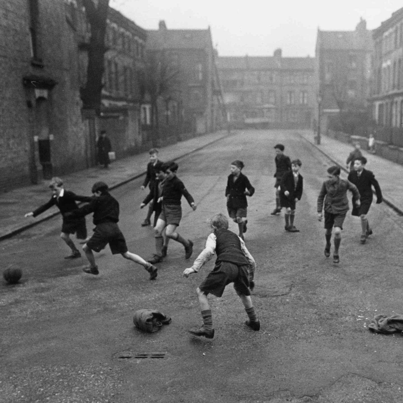Artık Sokakta Top Oynamıyorlar: Çocukluğun Değişimi